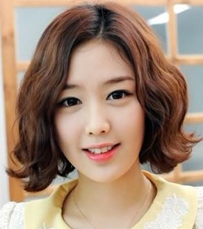 5 beautiful hairstyles for girls with shoulder-length curly hair
