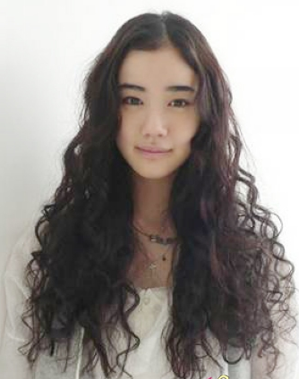 4 charming long curly hair styles